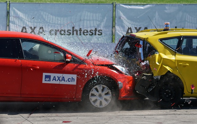 crash-test-collision-60-km-h-distraction-163016